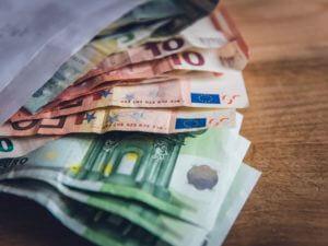 Dauer einer Bareinzahlung über Automat bei der Commerzbank